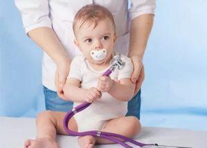 Ребенок с фонендоскопом