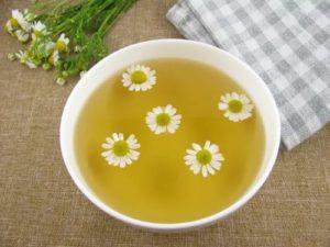 Подмывание ромашкой при молочнице (кандидозе)