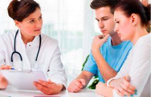 Супружеская пара у врача